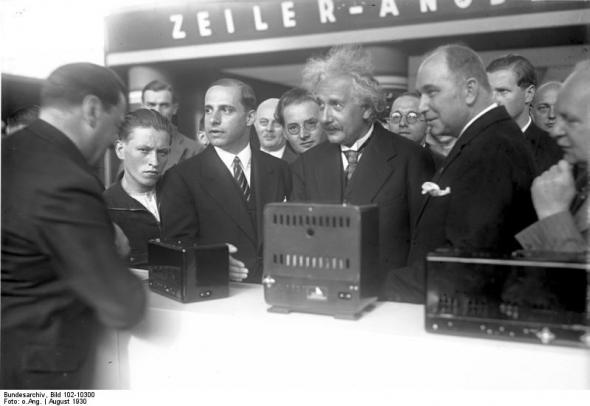 Berlin, Einstein auf der Funkausstellung